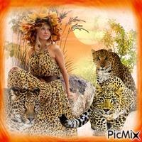 Femme en robe léopard.
