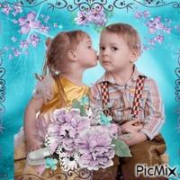 Kleines Paar m Frühling mit lila Blumen