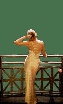 Femme sur terrasse