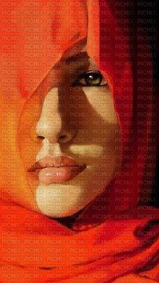 Femme orange