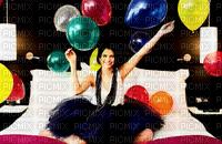 selena gomez avec des ballons